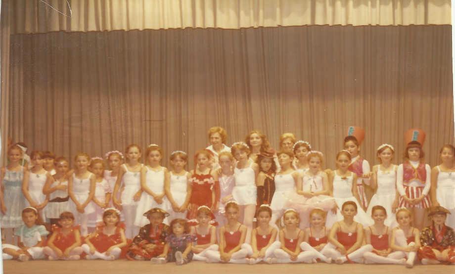1985-06: Παράσταση των Τμημάτων της Ρυθμίκης στο Δημοτικό Θέατρο Απόλλων