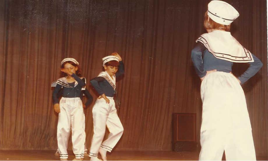 1986-06: Παράσταση των Τμημάτων της Ρυθμίκης στο Δημοτικό Θέατρο Απόλλων