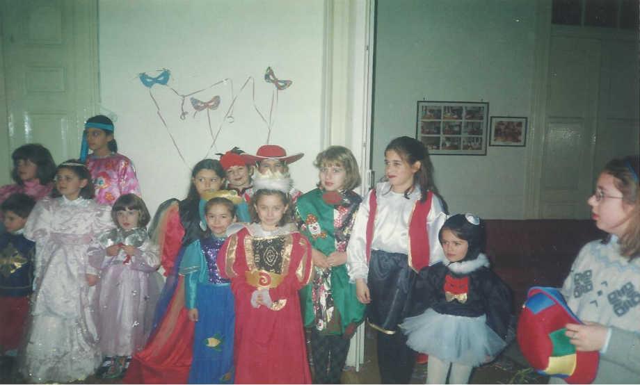 2001-02-17: Παιδικό αποκριάτικο πάρτι στην αίθουσα του Λυκείου των Ελληνίδων