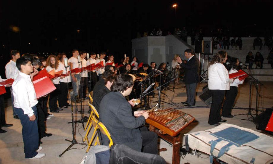 2015-04-29: Μουσικό Σχολείο Πατρών Συναυλία Ελληνικής Παραδοσιακής Μουσικής με την συμμετοχή χορευτικών ομάδων του Λυκείου των Ελληνίδων Πατρών τιμώντας τον Παραδοσιακό τραγουδιστή ΠΑΝΑΓΙΩΤΗ ΛΑΛΕΖΑ