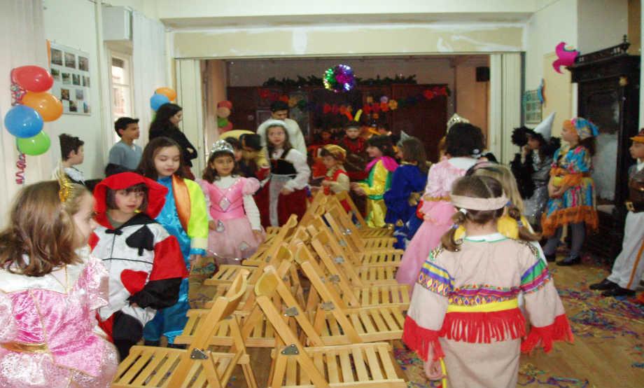2005-02: Παιδικό αποκριάτικο πάρτι στην αίθουσα του Λυκείου των Ελληνίδων