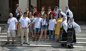 2016-06-17: «Χορεύουμε χωρίς Σύνορα» - Συνεργασία της αστικής μη κερδοσκοπικής εταιρείας Πλέγμα με το Λύκειο Ελληνίδων Πάτρας
