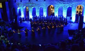 2016-06-27: Συμμετοχή του Λυκείου των Ελληνίδων Πατρών στην Μουσικοχορευτική Παράστασης με τον Παναγιώτη Λάλεζα που διοργάνωσε το Κέντρο Τέχνης Ελληνικής Παρααδοσιακής Μουσικής - ΚΛΕΙΔΑ
