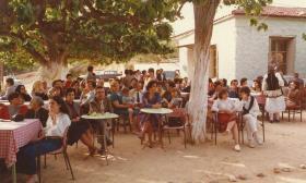 1989-05 Παιδική Εκδήλωση στο Γηροκομειό για τη Πρωτομαγιά