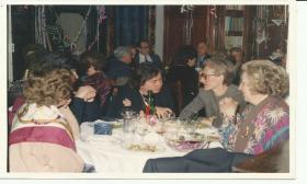 1999-02-07: Συνεστίαση με φαγητό, μουσική, τραγούδι στην αίθουσα του Λυκείου των Ελληνίδων