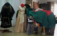 """Παρουσιάση Ελληνικών Παραδοσιακών Φορεσιών στο Βρεφικό Σταθμό """"Μαθαίνω Παίζω Γελώ"""""""